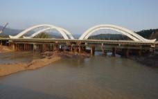 建设中大桥
