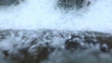 俯视角拍摄水流高清视频素材