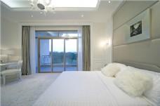 简约卧室落地窗设计图