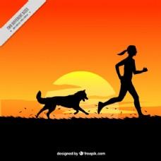日落风景中的女人与狗的背景
