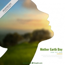 背景为地球母亲日的女性剪影