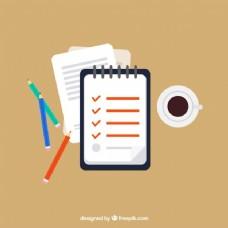 工作空间,带有检查单、铅笔和咖啡杯。