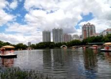 龙沙公园湖水游船